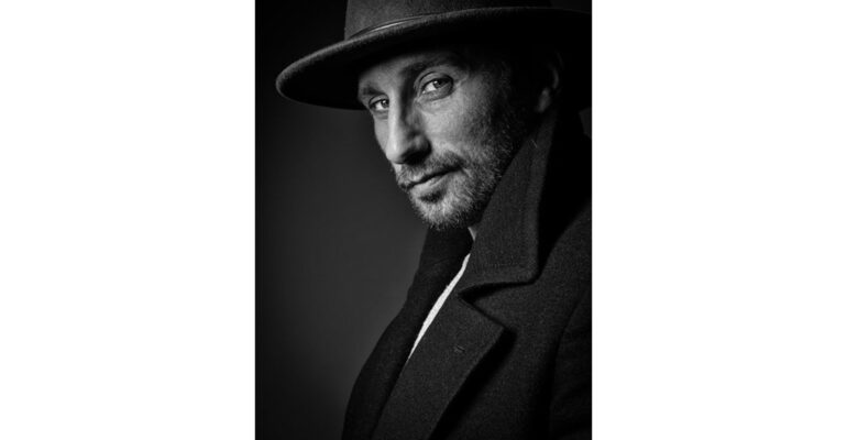 """Persbericht: Zilveren medaille voor Pieter Clicteur op internationaal fotofestival """"L'Eté des Portraits"""" in Bourbon-Lancy, Frankrijk"""