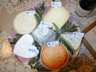 Mag ik jullie een frans kaasplankje voorstellen met de bijhorende wijnen?